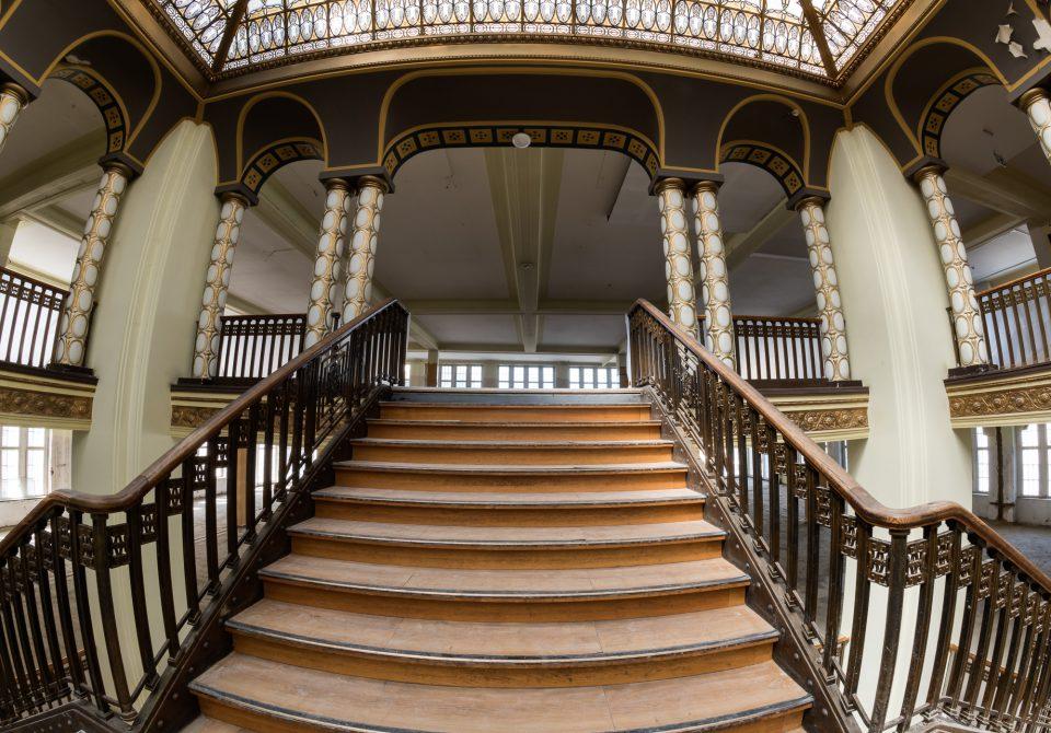 Über diese schöne Treppen kann man hoffentlich schon Ende 2017 in die nächste Etage gehen.