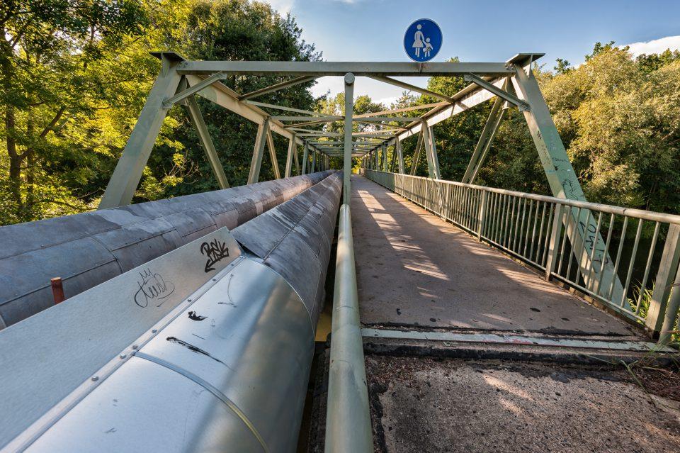 Grüne Brücke über die Spree